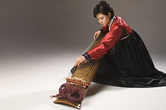 JI Aeri, one of the most widely acclaimed gayageum performers in Korea today (photo by r.r. jones)