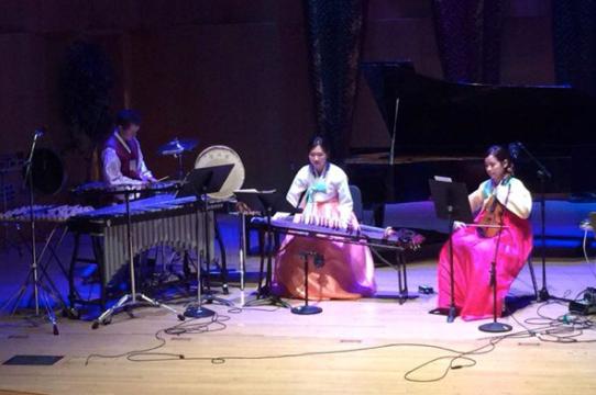 Sarang Kim (center) playing the Korean zither